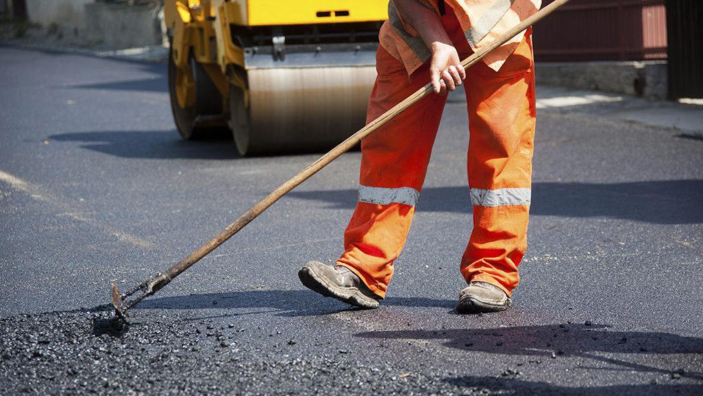 Дорожки и тротуары возле омских школ и детских садов отремонтированы на 70%