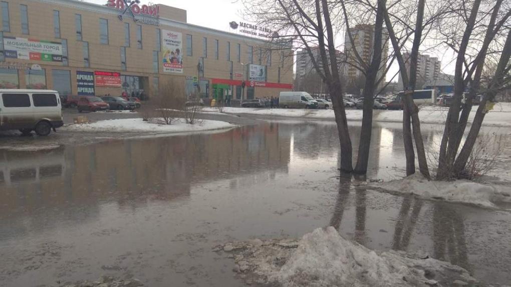 Город поплыл! Омичи массово жалуются на подтопления