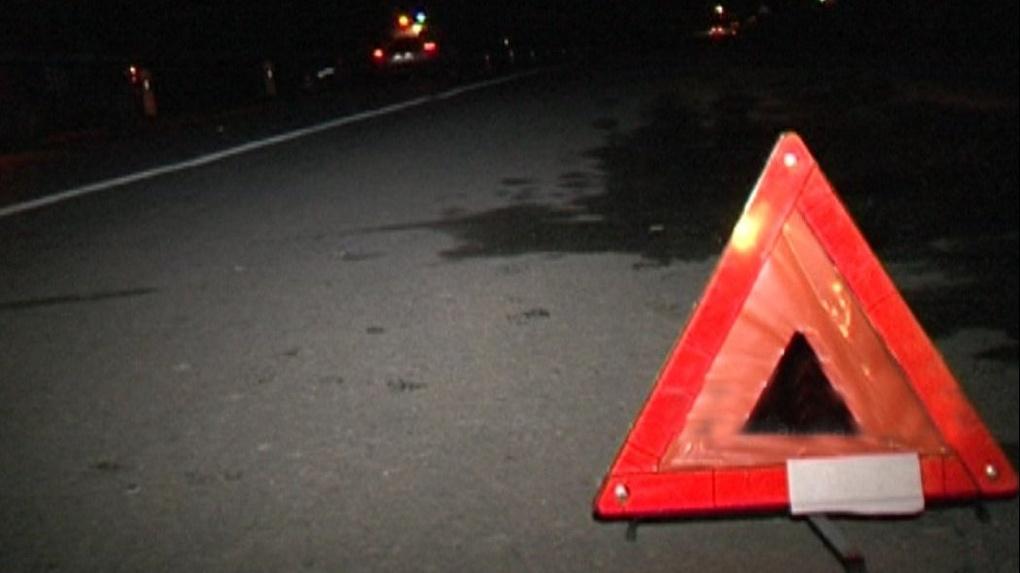 В Омске из-за пешехода столкнулись две машины