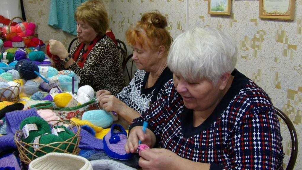 Суп, второе и компот: в Омске работают детские сады для бабушек