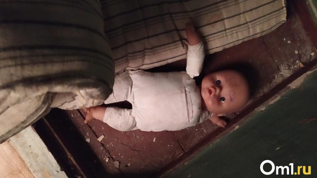 В Омской области годовалая девочка умерла из-за недосмотра взрослых