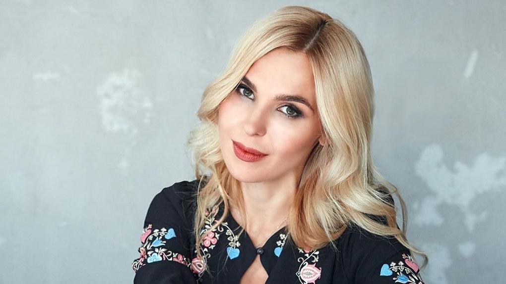 Певица из Новосибирска Пелагея предложила не покупать учителям цветы, а отдать деньги умирающим детям