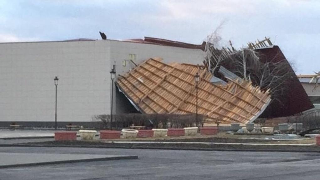 Просто апокалипсис! Чудовищный ураган разрушает Омск. LIVE