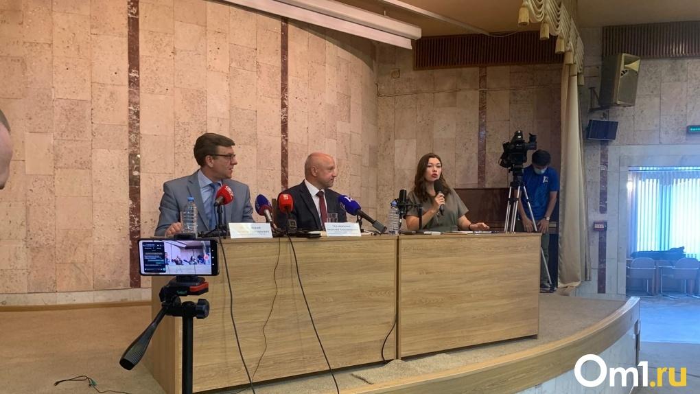 Угрожали даже детям. Омский врач, спасший Навального от смерти, признался о шквале угроз в адрес семьи