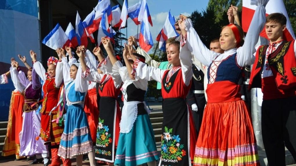 Более ста омичей устроят многонациональный хоровод в народных костюмах
