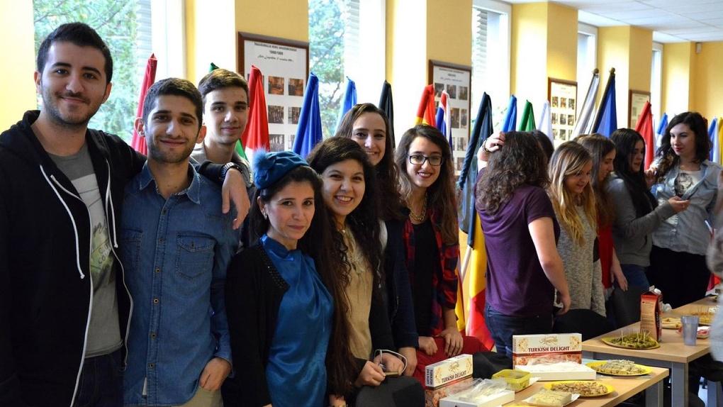 Поляки и французы изучают в Омске русский язык