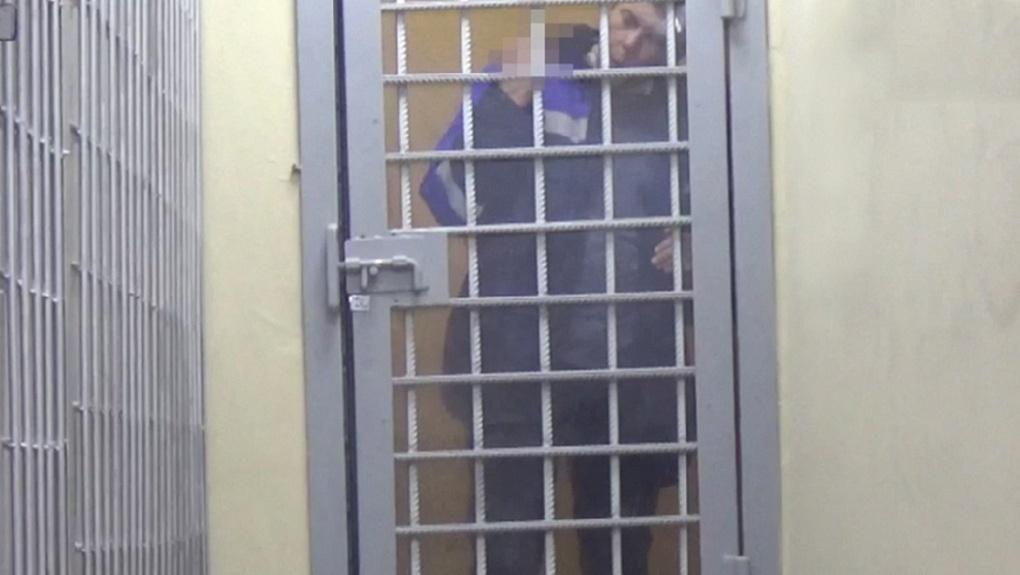 Показал средний палец и пнул полицейского: агрессивного авиадебошира задержали в новосибирском аэропорту
