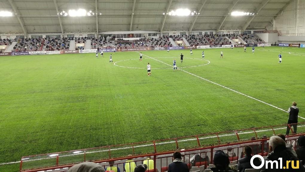 Не все омские болельщики смогут попасть на матч «Иртыша» и «Торпедо». На стадион пустят всего 700 человек
