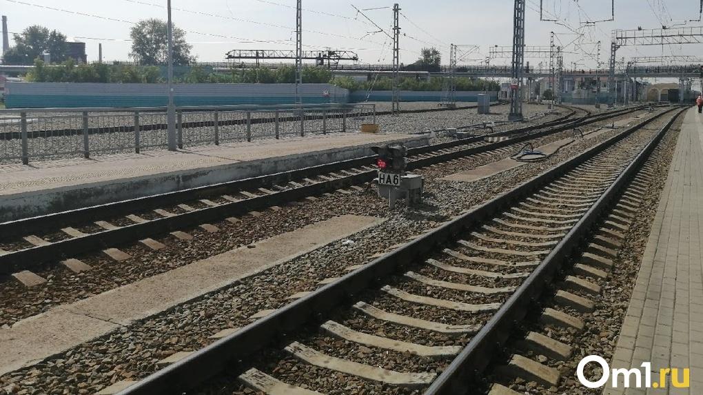 Омич в 500 метрах от дома угодил под поезд