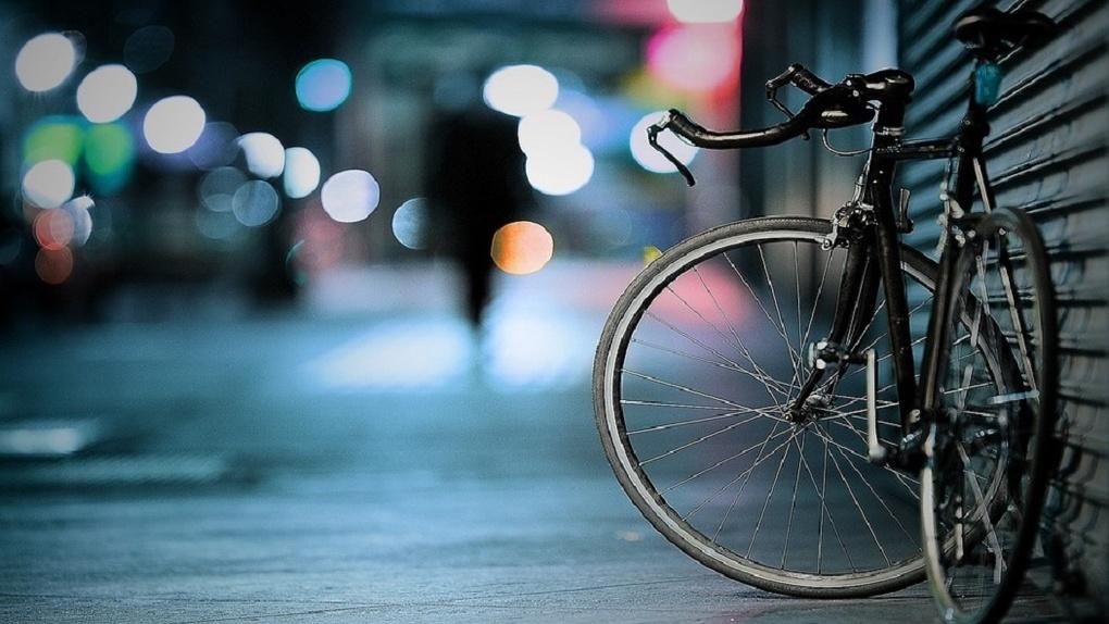 В Омске женщина-водитель на иномарке сбила 10-летнего велосипедиста