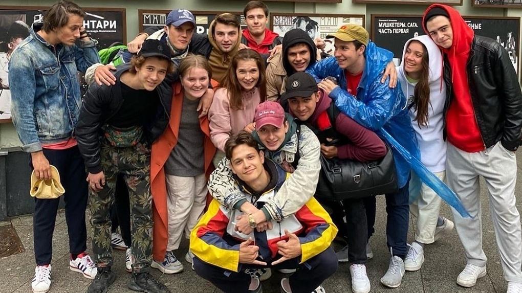 10 новосибирских актёров, которые сыграли в спектакле с Хабенским, поступили в ГИТИС