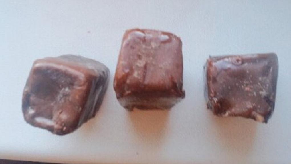 Омичке попались шоколадные конфеты с плесенью - ФОТО