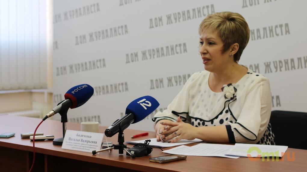 Приемные родители в Омске забрали в семьи 81 мальчика и 91 девочку