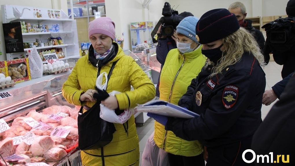 Гнев покупателей и нелепые отговорки кассиров: облаву на «безмасочников» устроили в Новосибирске