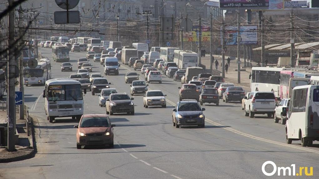 «США объявили санкции»: водители маршруток придумали новый способ требовать от омичей «наличку»