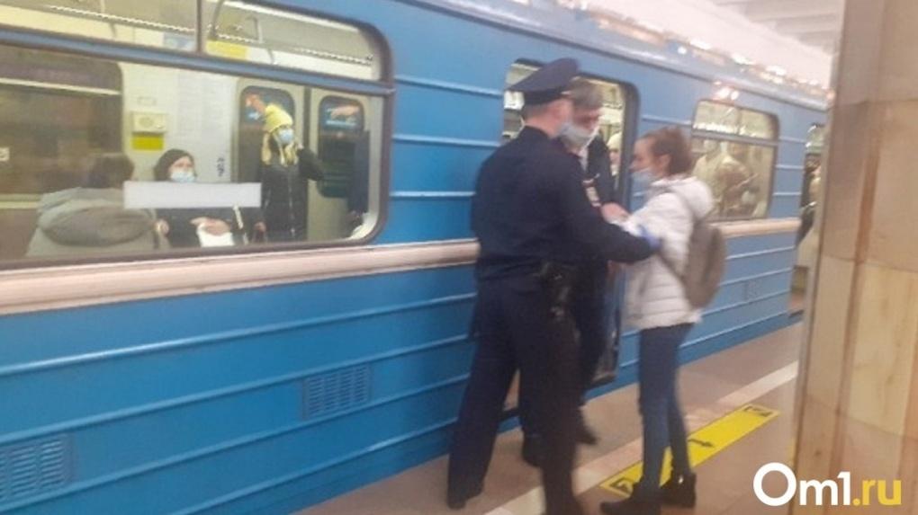 200 новосибирцев не пустили в метро без масок