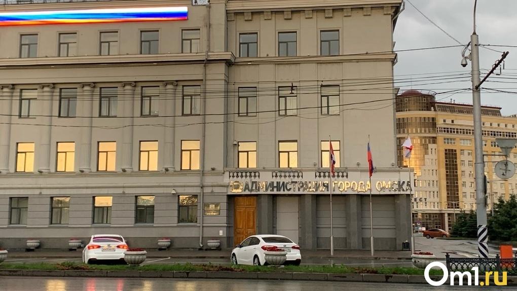 В Омске у нескольких работников окружных администраций подозревают COVID-19