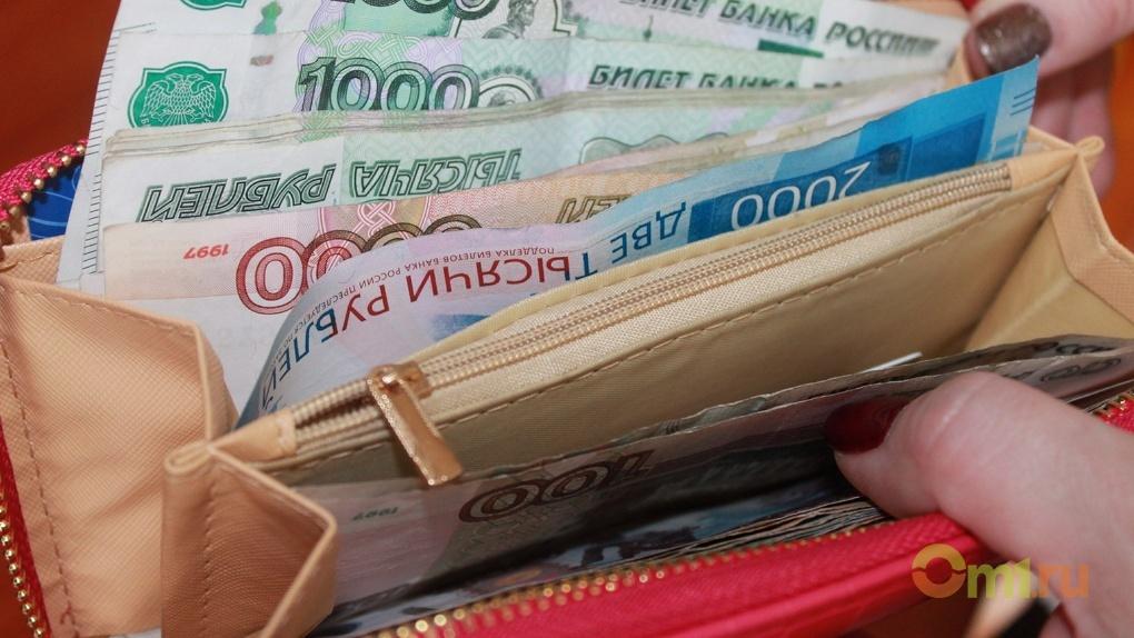 В Омском районе директор школы начислила своей родственнице «лишнюю» зарплату