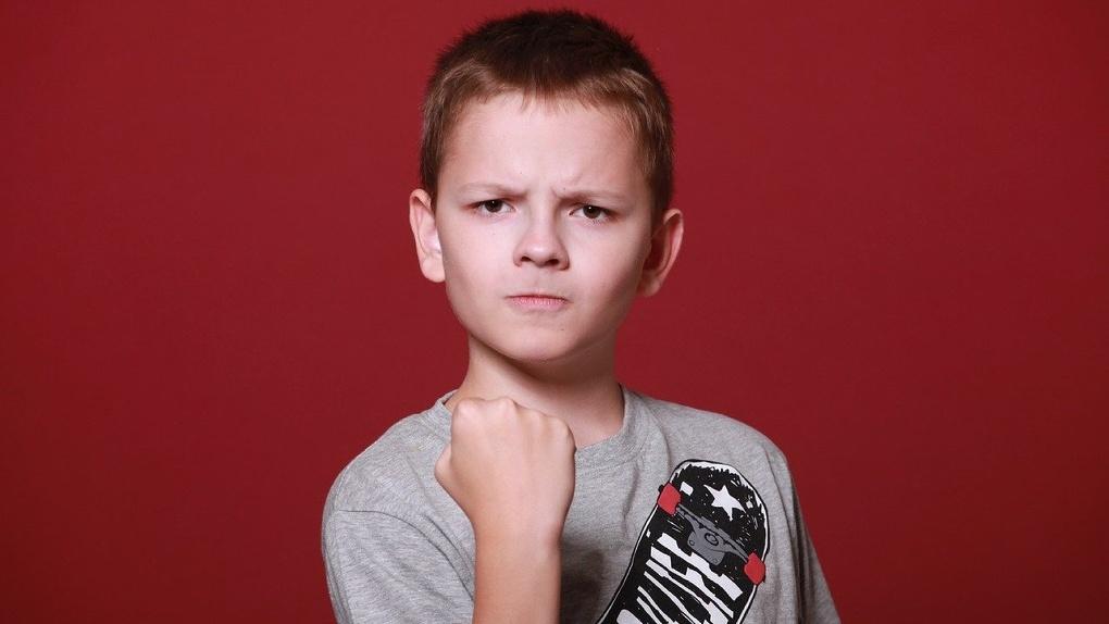 Омский десятиклассник сломал руку девятикласснику