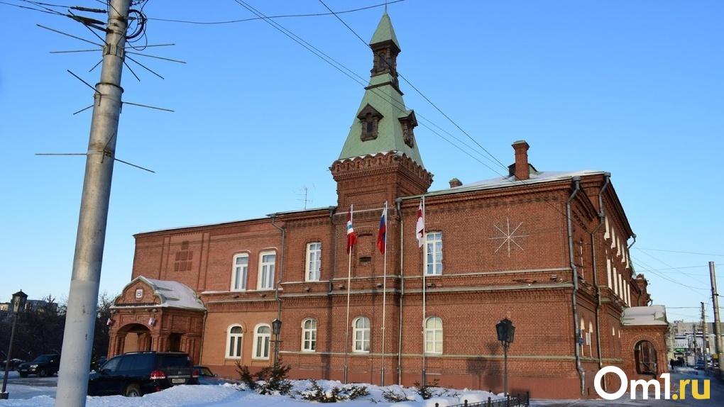 Горсовет посоветовал увеличить зарплату сотрудникам омской мэрии