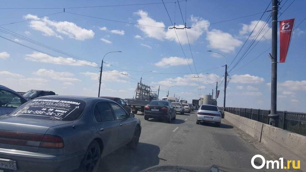 У омского таксиста пьяный автомойщик угнал авто