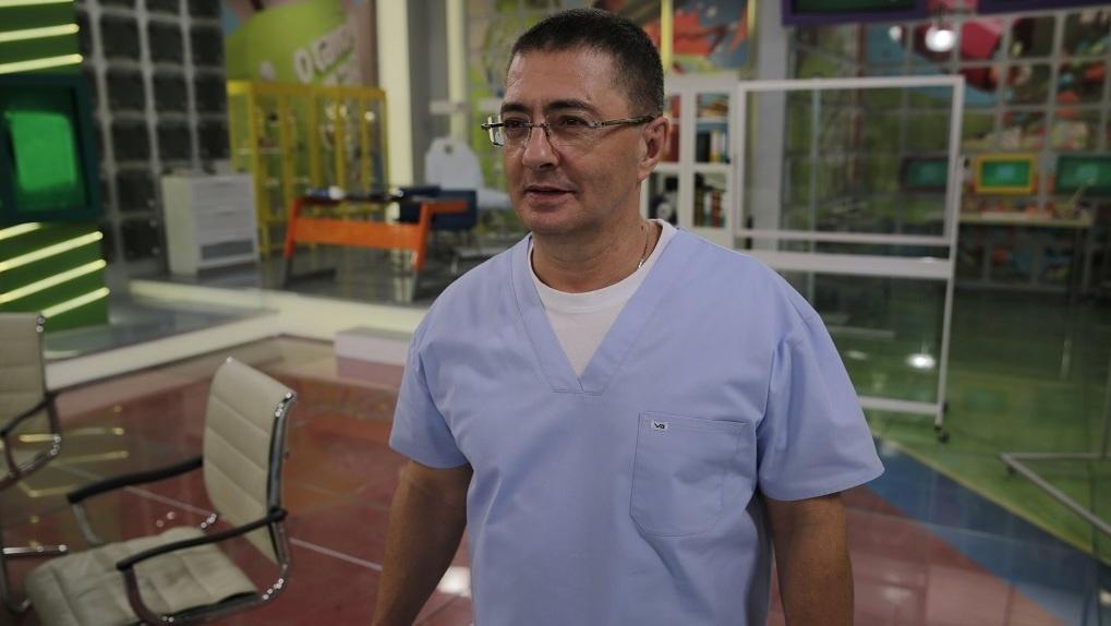 Главный телеврач страны назвал аргументы в пользу вакцинации пожилых от COVID-19