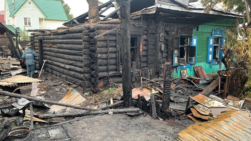 «Осталась с четырьмя детьми»: в Новосибирске отец семейства сгорел в пожаре