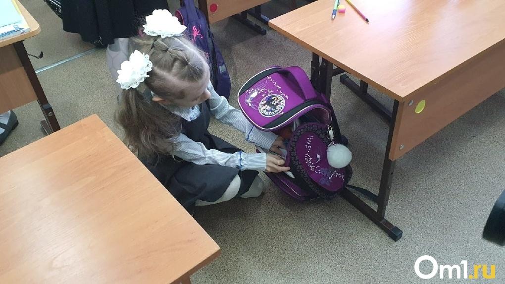 После «путинских» выплат в России ожидается резкий взлет цен на школьную форму и канцтовары