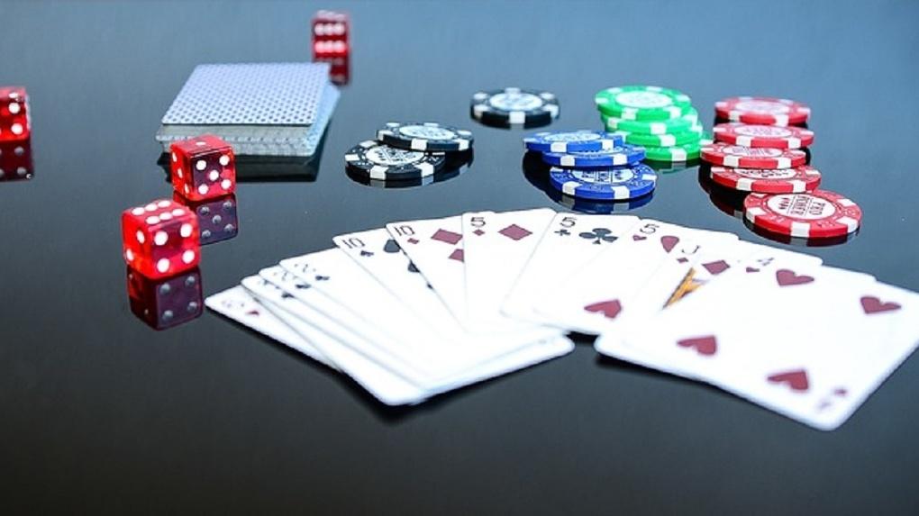 Восемь новосибирцев предстанут перед судом за организацию клуба азартных игр