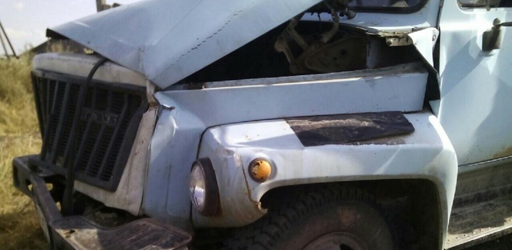 В Омской области пьяный сельчанин угнал грузовик и разбил его (ФОТО)