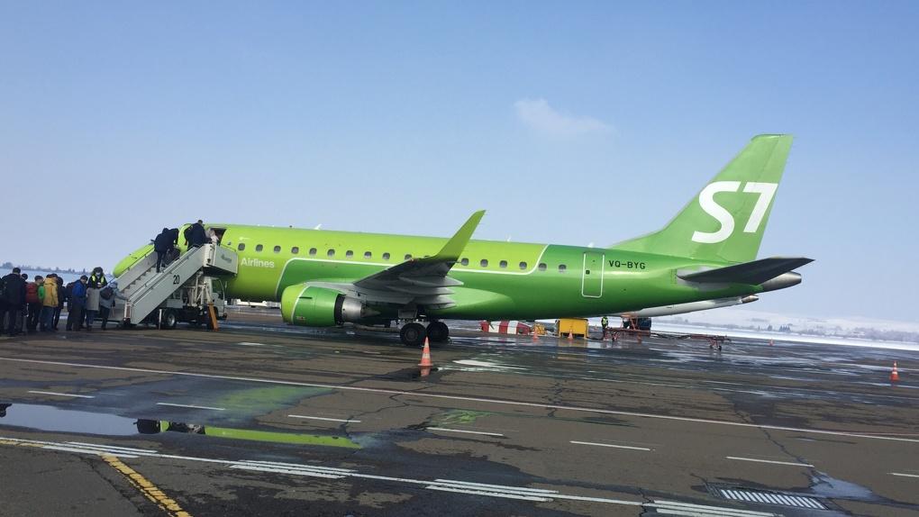 Новосибирская авиакомпания начала выпускать наклейки-навигаторы для слепых пассажиров