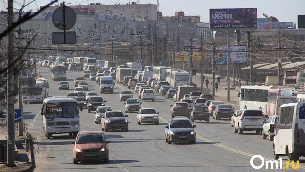На омских дорогах начали ловить пьяных водителей такси
