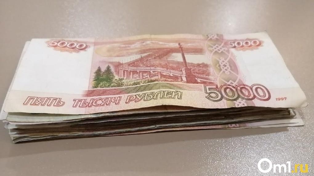 Везучий случай. Банкомат дважды выдал жителю Омской области больше денег, чем нужно