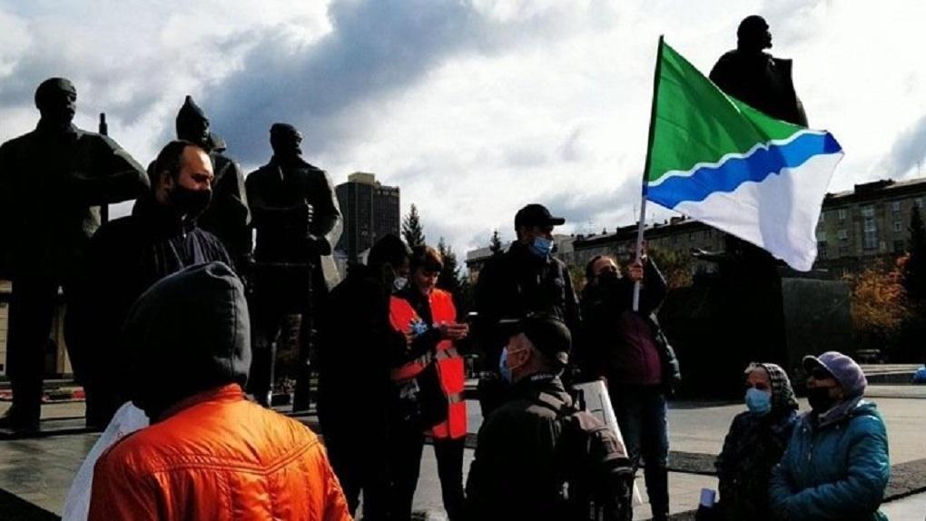 Суд оштрафовал новосибирскую активисту за флаг города на акции протеста