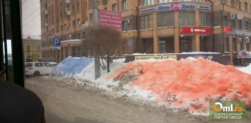 Мэр Двораковский переживал из-за цветных сугробов в Омске