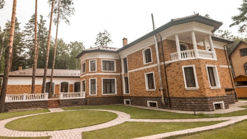 С зимним садом, бассейном или видом на море: восемь самых дорогих домов Новосибирска