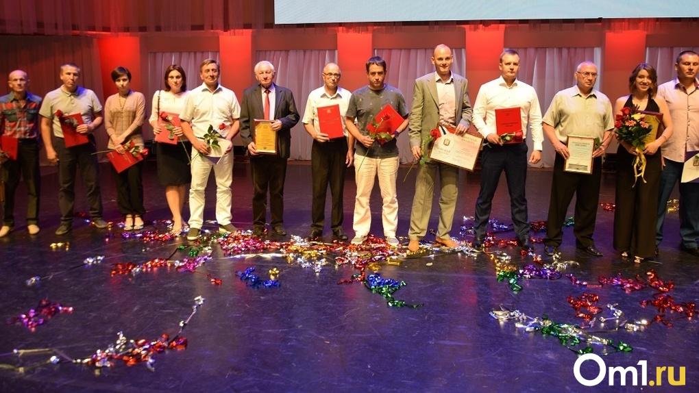 Лучшим спортсменам и тренерам Омской области вручили премии губернатора