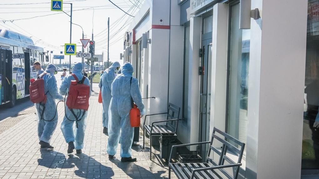 Омские пожарные провели дезинфекцию 29 остановок в городе