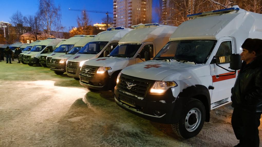 Новосибирские медики получили 28 новых реанимобилей для транспортировки пациентов с COVID-19