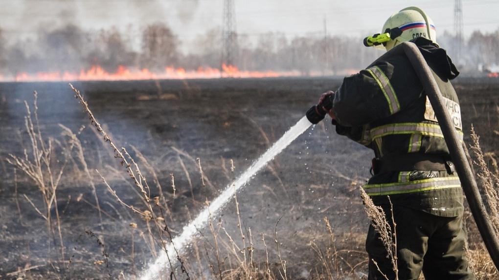 Полыхает как в аду. Топ самых шокирующих пожаров в Омске за апрель (фото, видео)