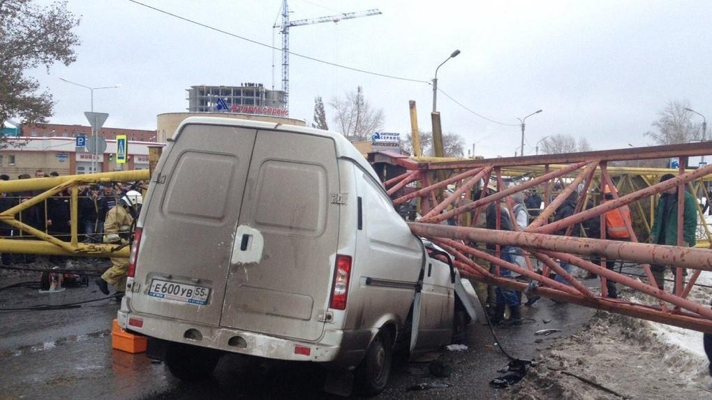 Травмированный при падении крана в Омске машинист Елькин отсудил 150 тысяч компенсации