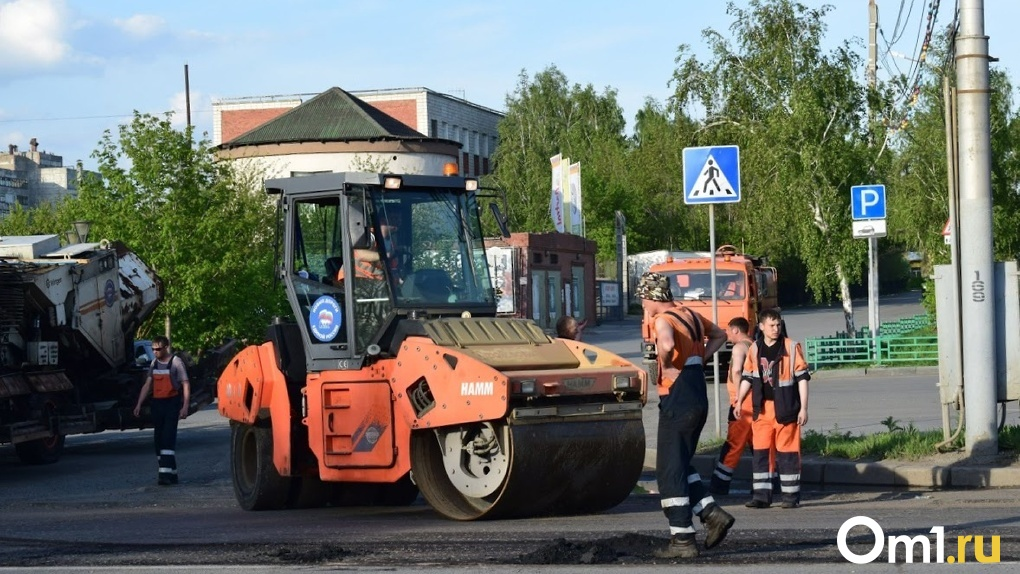 В Омске сэкономили на ремонте дорог почти 65 млн и успеют уложить асфальт ещё на трёх. Список