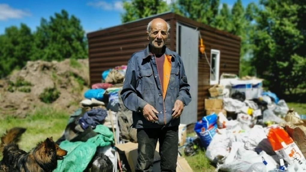 Сибиряки устроили паломничество: пенсионер из Магадана застрял под Новосибирском