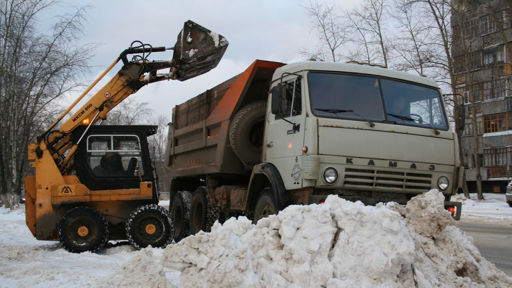 Дороги в Омске стали чистить по новой схеме