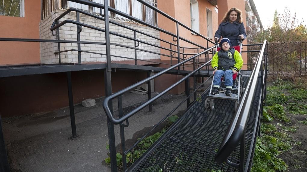 В этом году Омская область потратит 6 миллионов на установку пандусов для инвалидов-колясочников