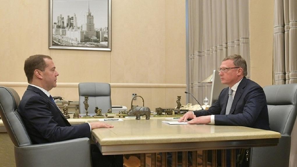 Бурков попросил у Медведева денег на три школы в Омской области
