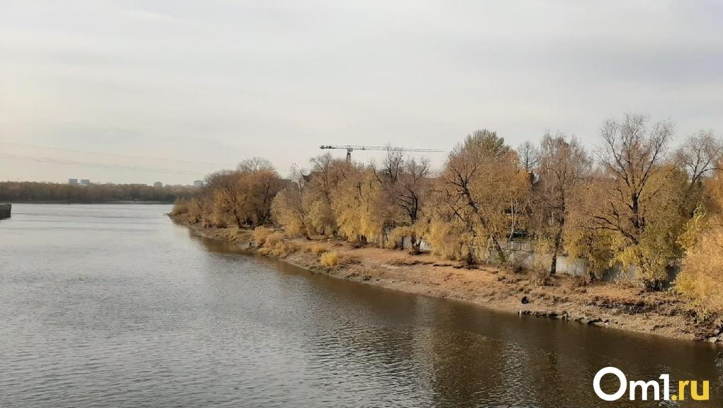 Омский Роспотребнадзор проверил воду Иртыша после появления на реке масляного пятна