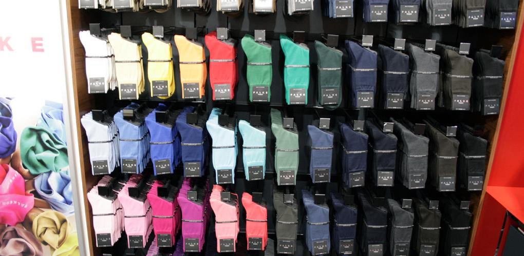Омского предпринимателя оштрафовали за продажу носков с изображением конопли