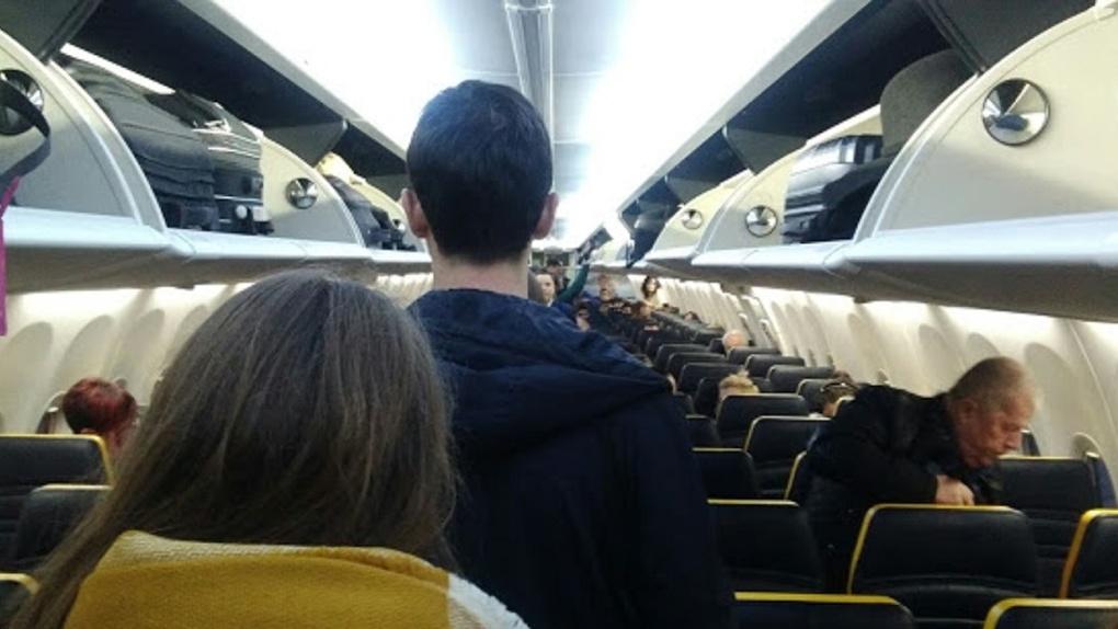 «Жизнь не остановишь»: бывший мэр Омска заявил, что невозможно полностью отменить рейсы из Москвы