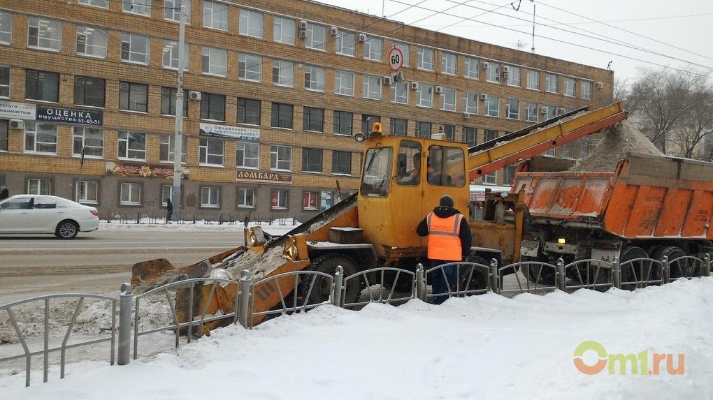 После снегопада с дорог Омска вывезли рекордный объем снега